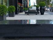 Betoonist, soojendusega istepink, kaetud graniidiga