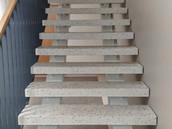 Kadaka tee 191C ja 191D kortermajade trepikodade lihvitud astmete valmistamine ja paigaldus