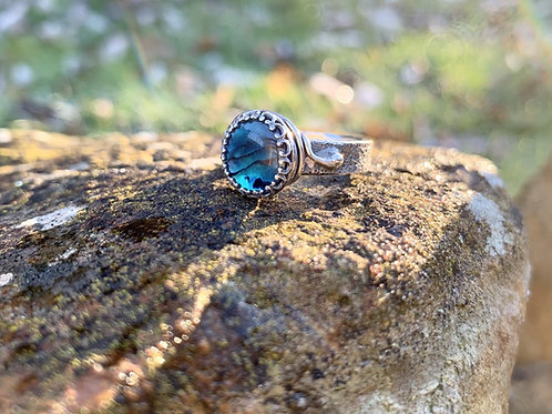 Blue shell crown ring