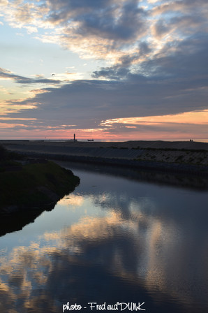 Le feu de Saint Pol et le canal exutoire (exécutoire en Dunkerquois)