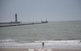 Entrée du port de Dunkerque avec le feu de Saint Pol - vue de la page de Malo les bains