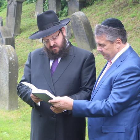 Kol HaTzakidim der Chabad - Wieso befragt ihr die Toten für die Lebenden?