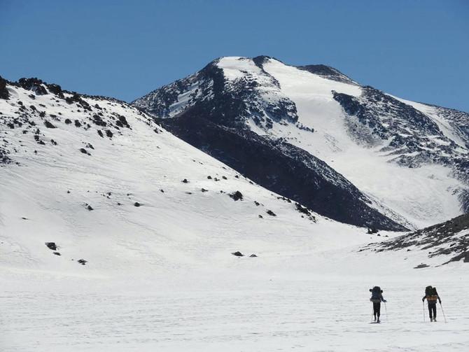 Primer ascenso invernal del Nevado El Muerto