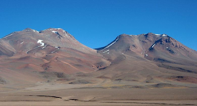Punta Atacama y Tres Curces Norte desde