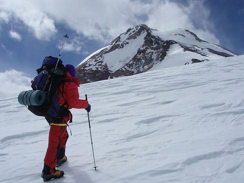 Primer ascenso invernal Tupungato