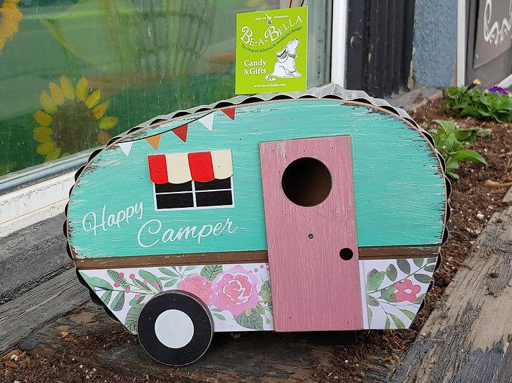 Trailer Birdhouse with pink Door