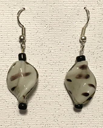 E-200036 Brown twisted zebra glass with 2 small black bead