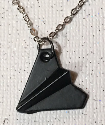 NA-180075 Black paper airplane necklace