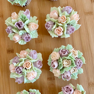 Vanilla Floral Cupcakes