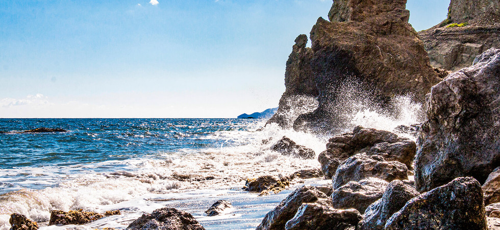 roca agua saltando.jpg
