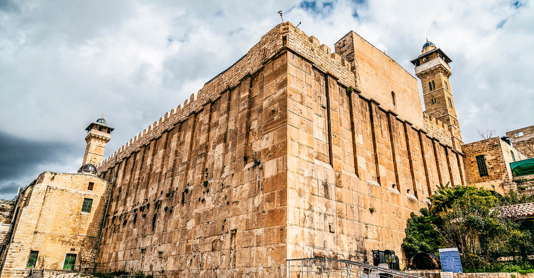 Temple over the cave of Abraham.jpg