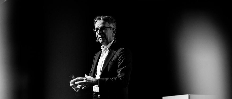 Speaker on the stage of Finance 2.0 (Zurich)