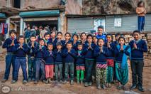 Nenes con jeseys nuevos en Sindupalchok.