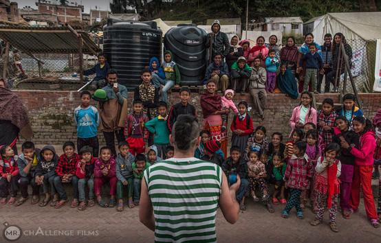 Baktapur - Nacho frente al campo de refu