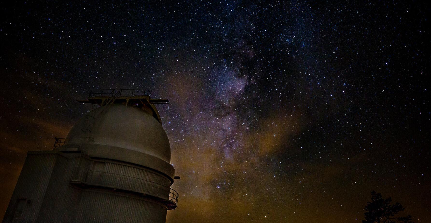 Via Lactea sobre observatorio.jpg