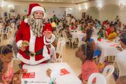 Almuerzo Solidario - Santa repartiendo m