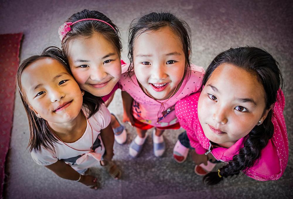 cuatro niñas mongolia