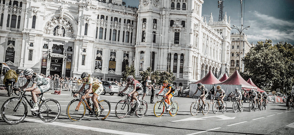 amy racing in front of Madrid council ho