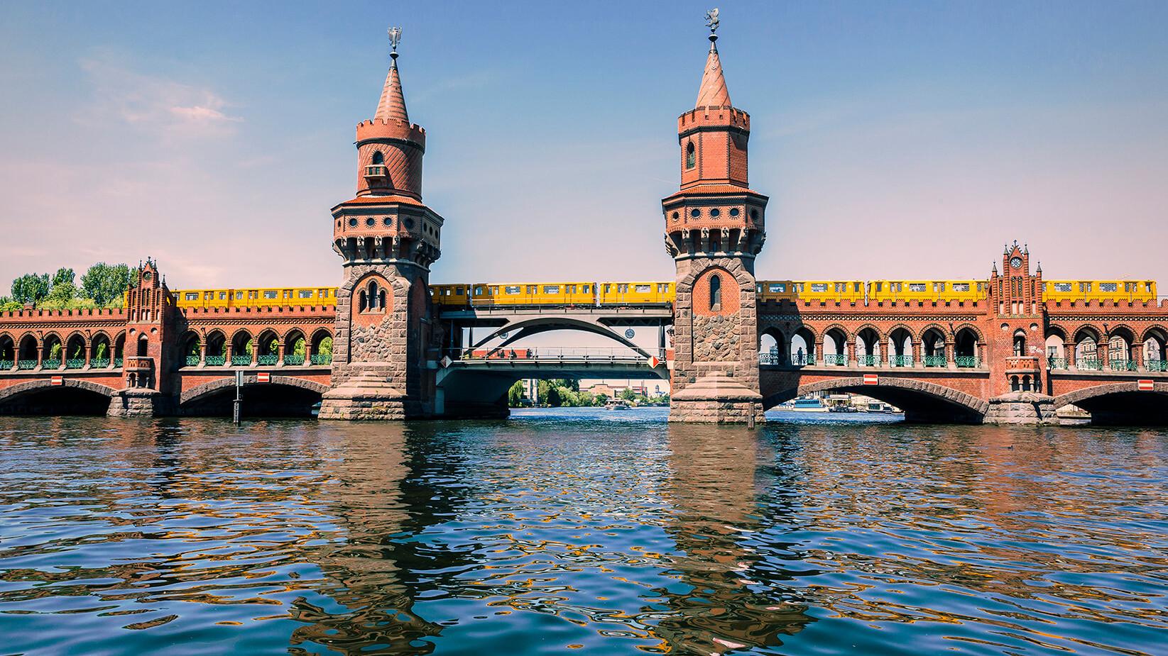 Berlin_Oberbaumbrücke.jpg