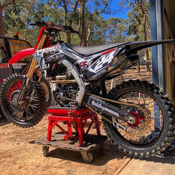 _pat_24_bucko's CRF looking 🔥🔥🔥 #Moto