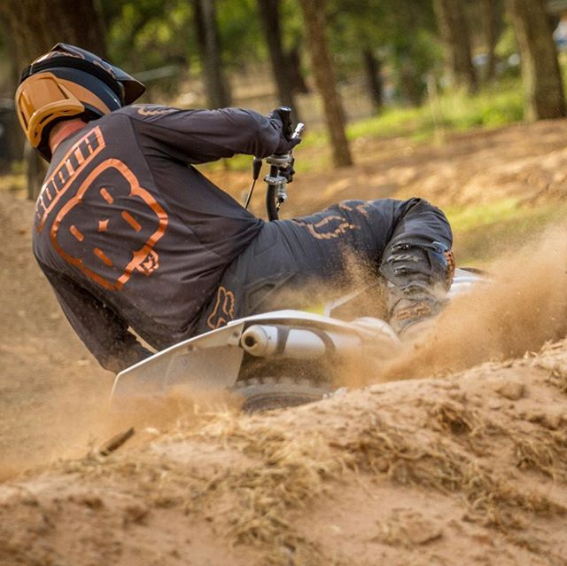 Weekend ✔️_Hope everyone got to throw some roost! _#motokit #custom #graphics #jerseyprint #bronze
