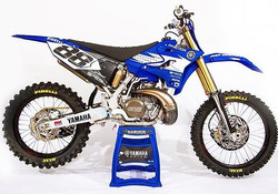 Another look at the _dirtactionmag Project YZ250 featuring Moto Kit graphics and seat cover