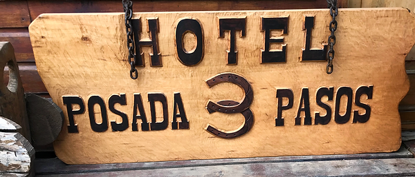 The Hotel Posada 3 Pasos Chaming Sign