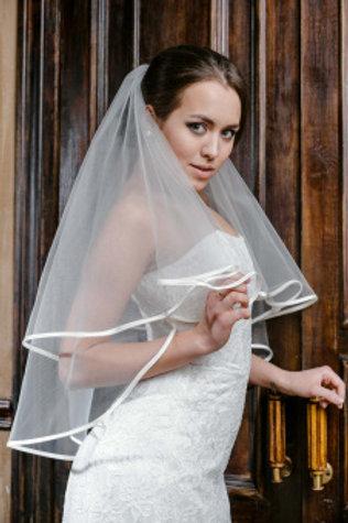Фата невесты с бейкой