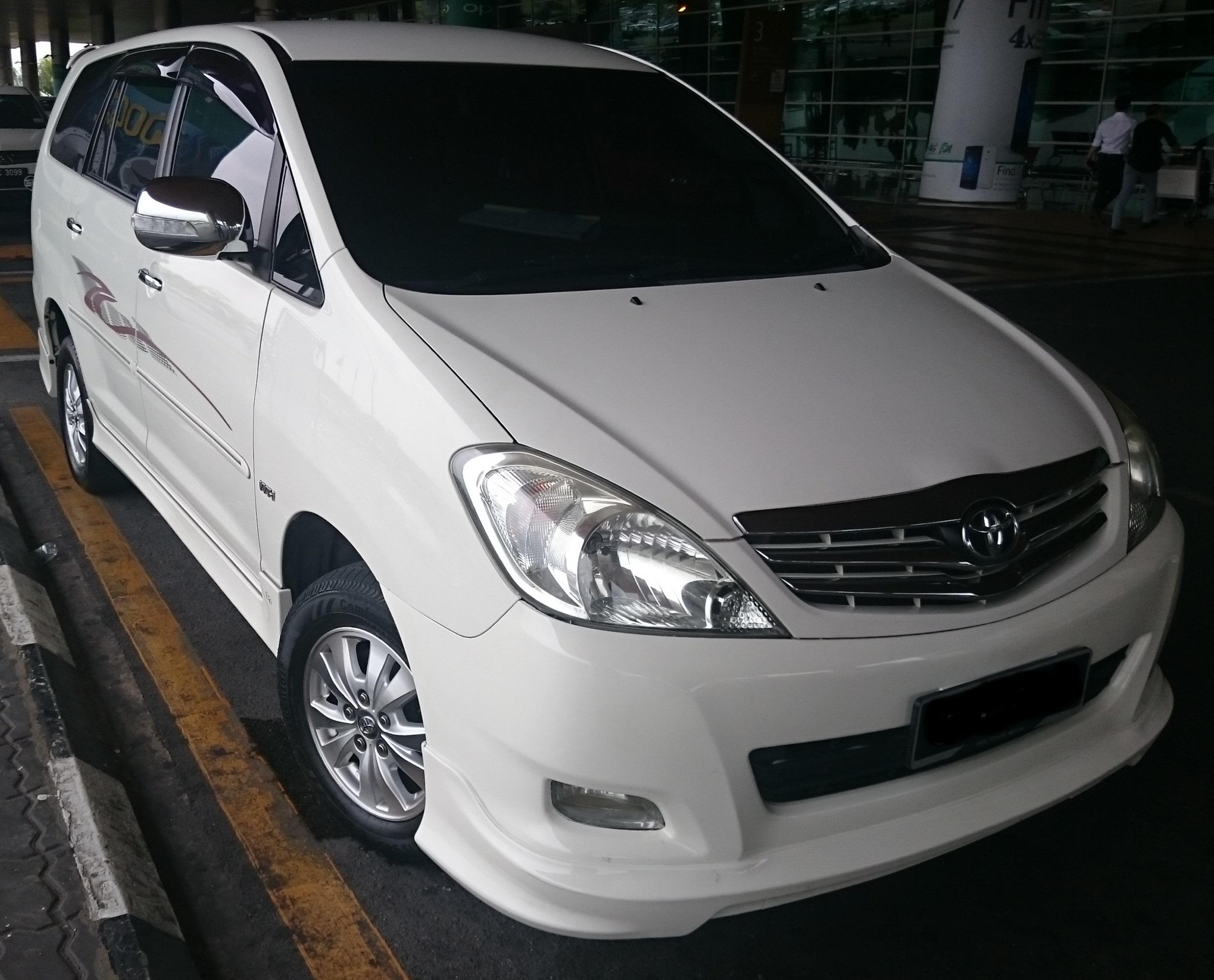 Toyota Innova (A)