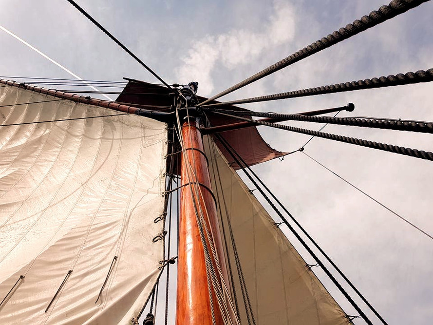 The Pirates Experience mast