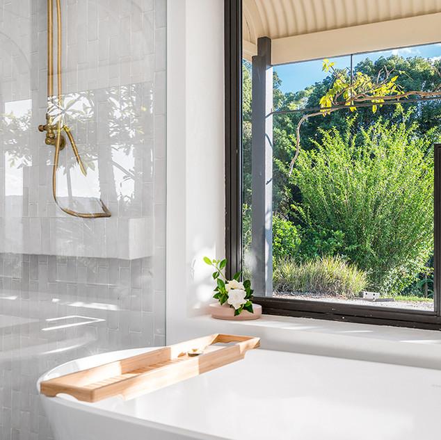 Master bedroom bathtub