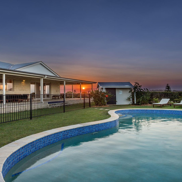 Large, modern homestead luxuriously appointed
