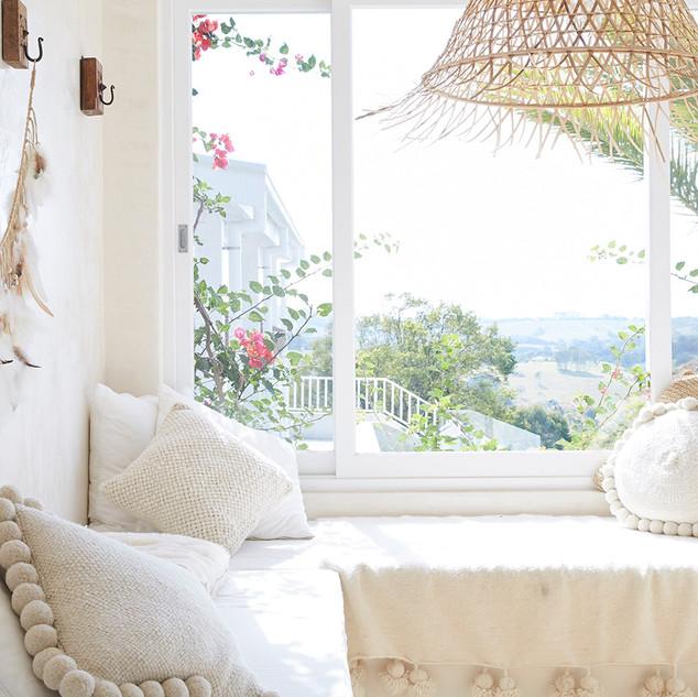 Relax overlooking stunning hinterland