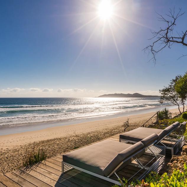 Lounge on Belongil Beach