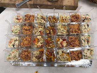 Assortiment de verrines de salades.jpg