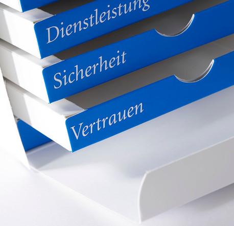 Werbeausteller mit Kartonschubladen