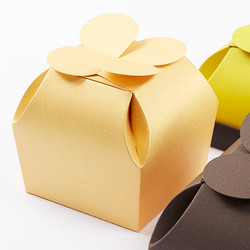 Süsswarenverpackung mit Rosettenverschluss, originelle Geschenkverpackung