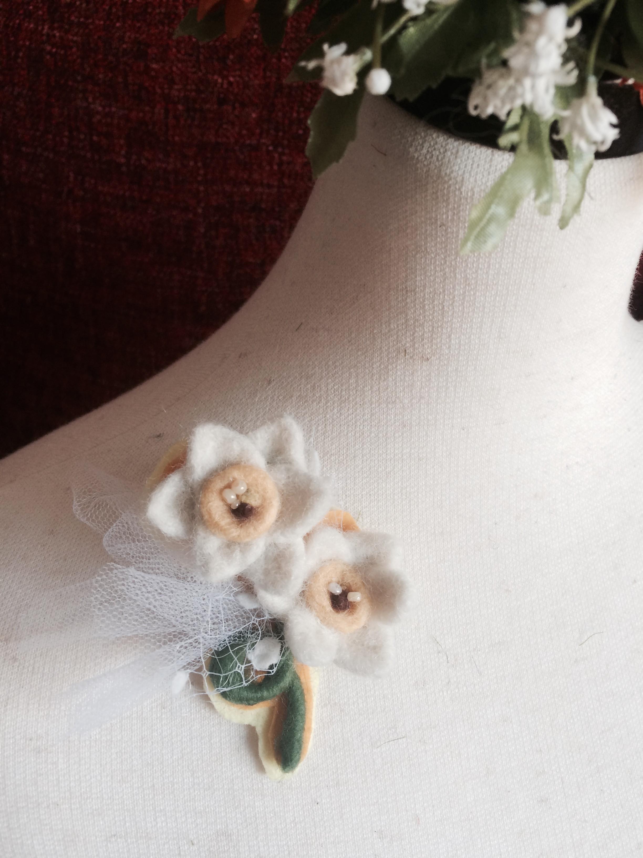 ニードルで作るお花ブローチ