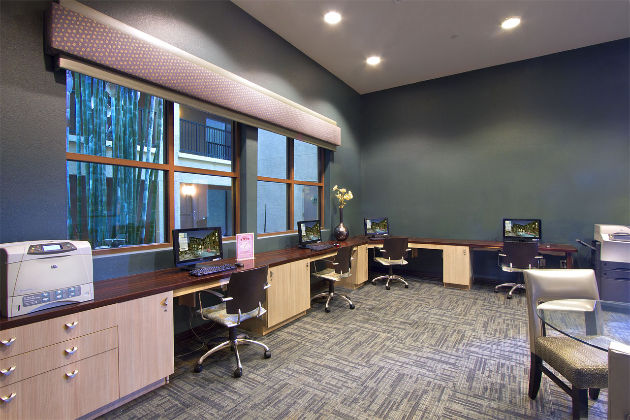 Business Center & CyberLounge