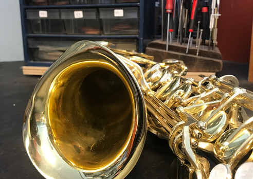 A severly crushed sax bell