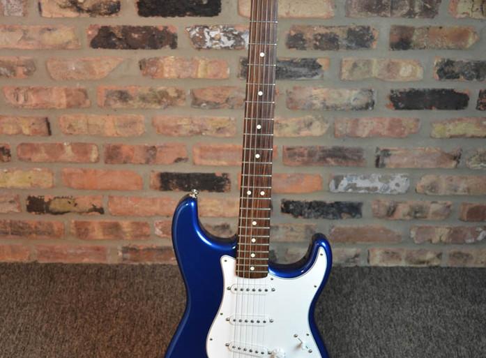 fender-stratocaster-blue-rosewood-1.jpg
