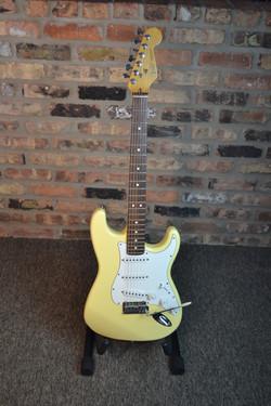 Fender Stratocaster MIA vintage whit