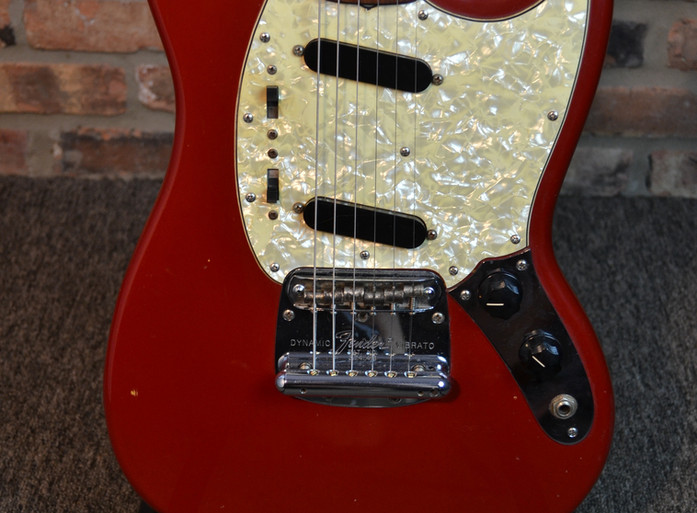 fender-mustang-guitar-04.JPG