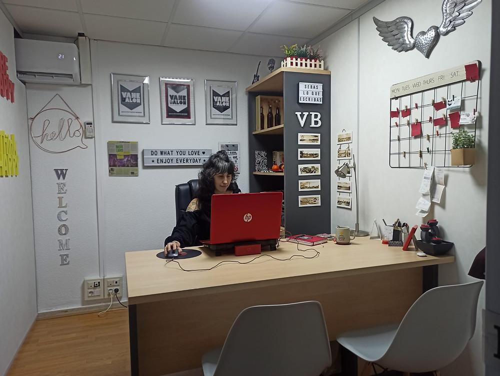 un año de covid-19 - Vane Balón - Distrito Uve - agencia vb comunicaction