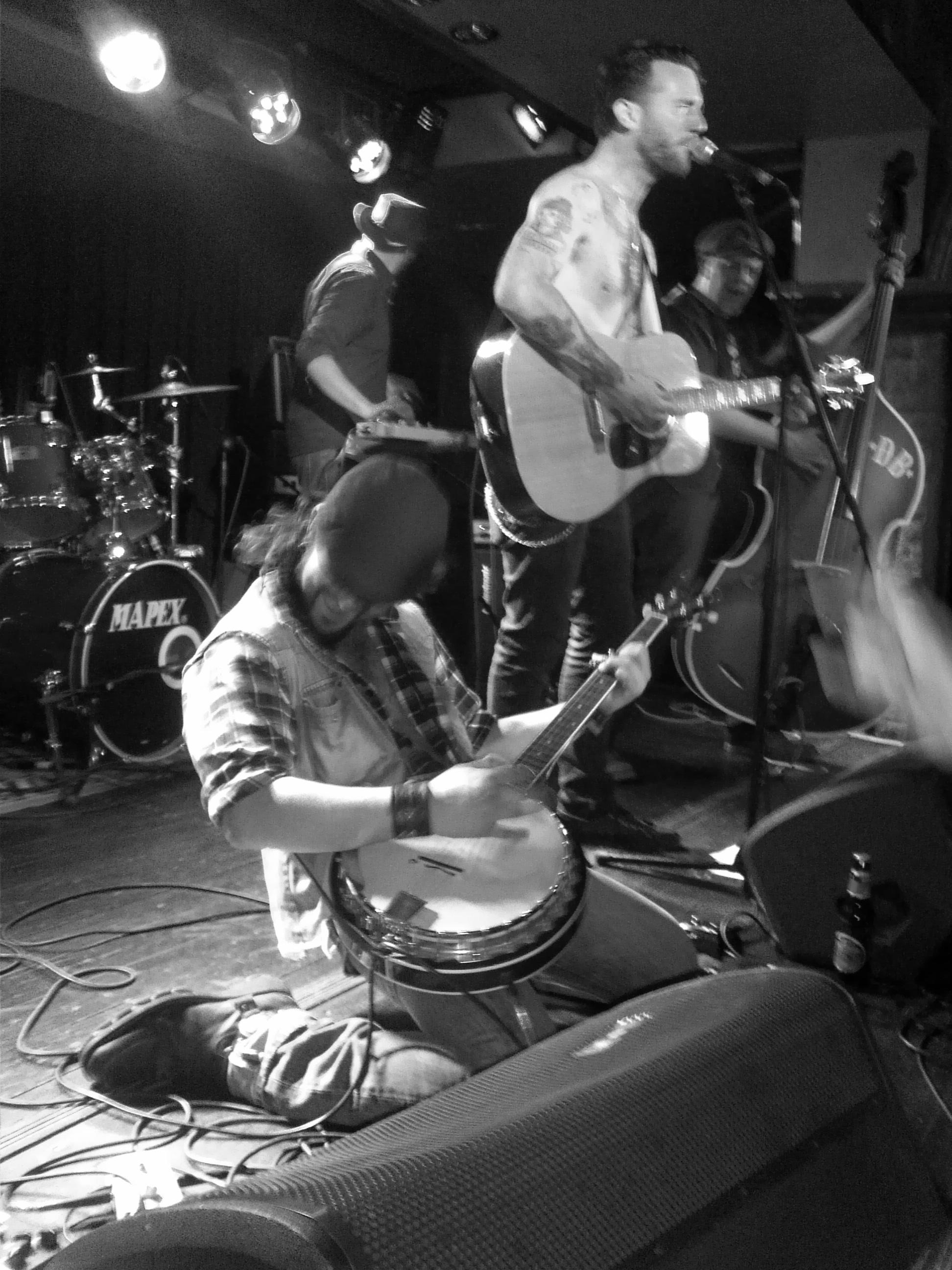 DEAD BRONCO, mayo 2014