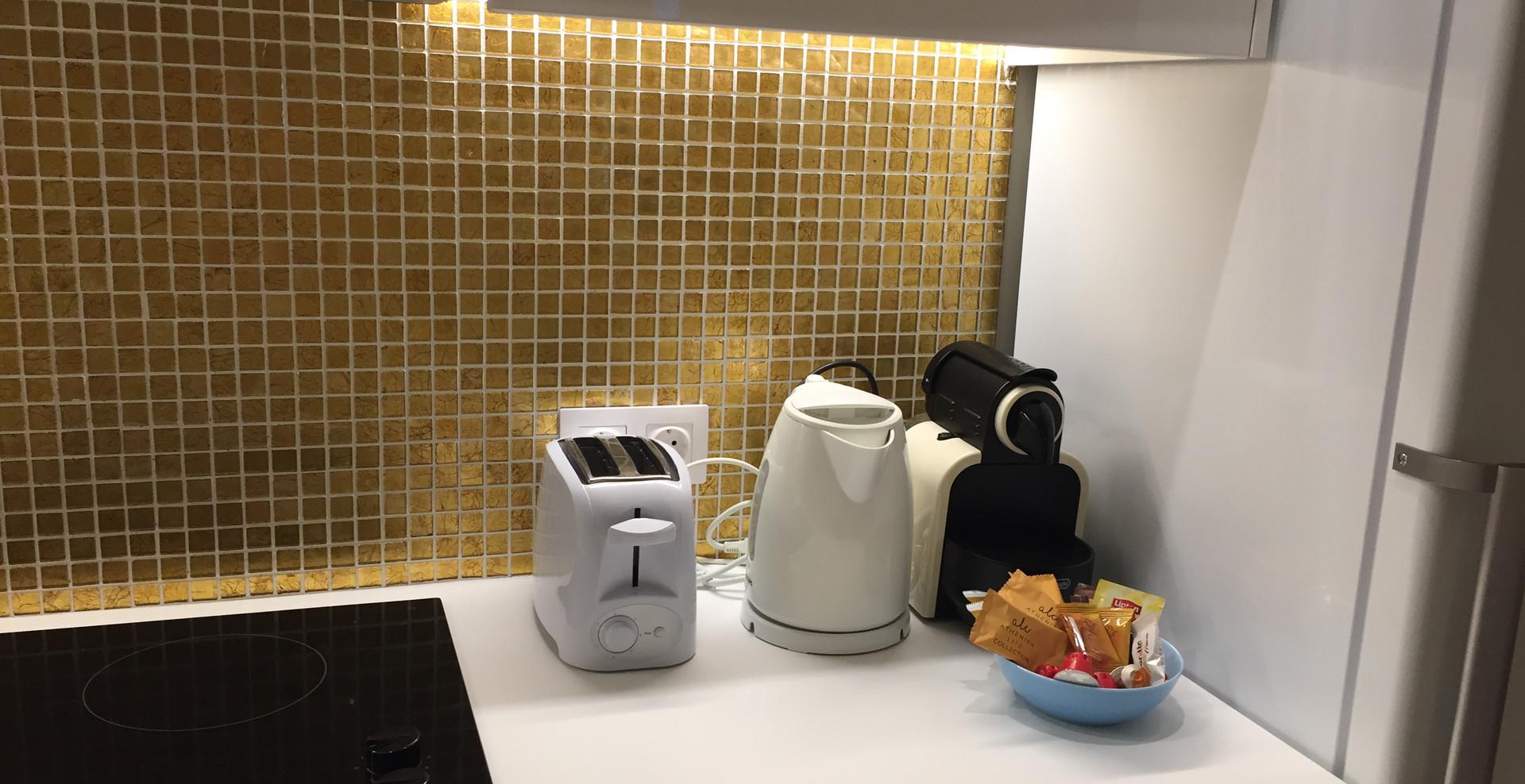 Toaster, kettle and Nespresso machine