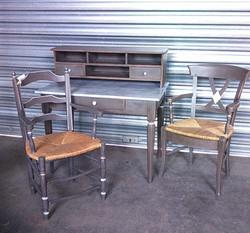 Bureau et fauteuil