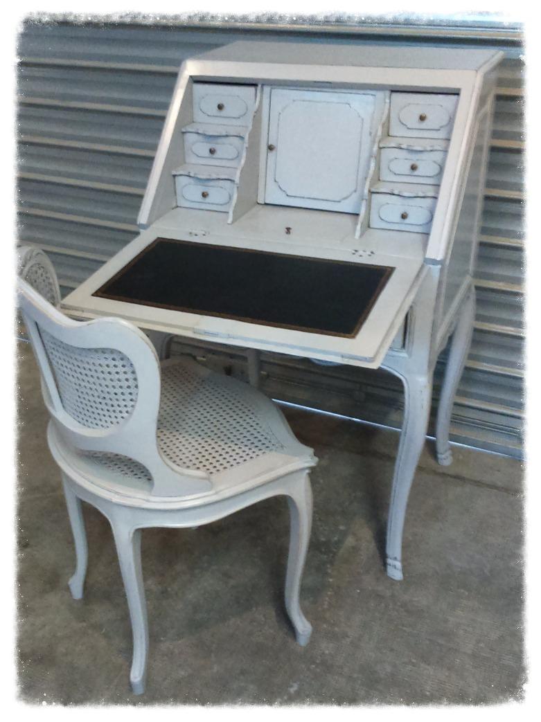 Secrétaire et chaise