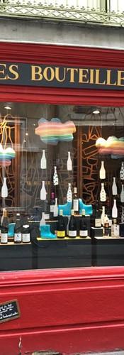 Caviste Valence vitrine automne : des bouteilles comme s'il en pleuvait!