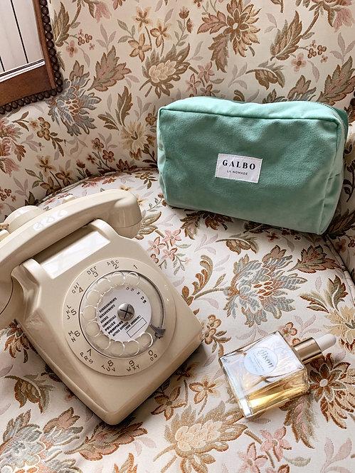 LA NOMADE travel case green velvet